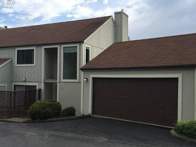 Roseburg Condo/Townhouse For Sale: 13 NE Spyglass Dr #13