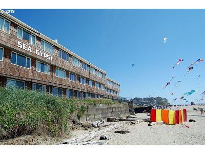 Lincoln City Condo/Townhouse For Sale: 145 NW Inlet Ave #216