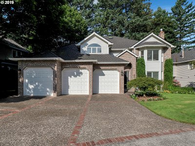 Lake Oswego Single Family Home For Sale: 15564 Village Dr