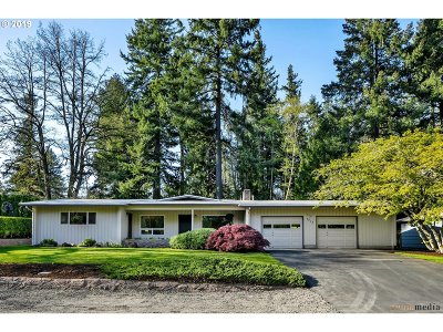 Portland Single Family Home For Sale: 7713 SW Greenwood Dr