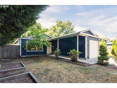 Portland Single Family Home For Sale: 2520 NE Saratoga St