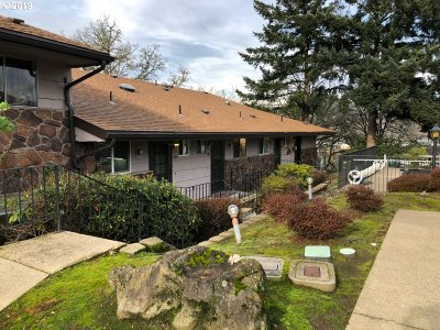 Roseburg Condo/Townhouse For Sale: 1388 SE Court Ave