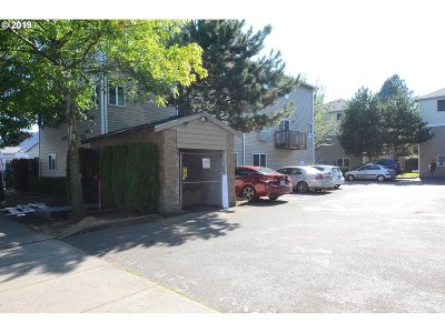 Condo/Townhouse For Sale: 3317 SE 122nd Ave #14