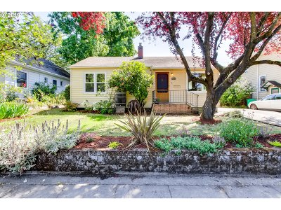 Portland Single Family Home For Sale: 3374 SE 16th Ave