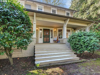 Milwaukie Single Family Home For Sale: 17614 SE River Rd