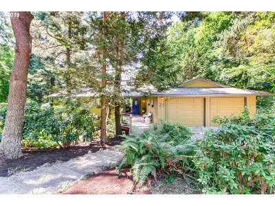 Lake Oswego Single Family Home For Sale: 25 El Greco St
