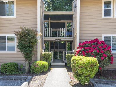 Clackamas Condo/Townhouse For Sale: 12708 SE 110th Ct