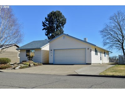 Woodburn Single Family Home For Sale: 600 S Cascade Dr