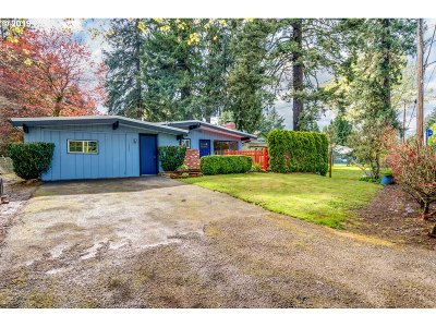 Milwaukie Single Family Home For Sale: 18609 SE River Rd