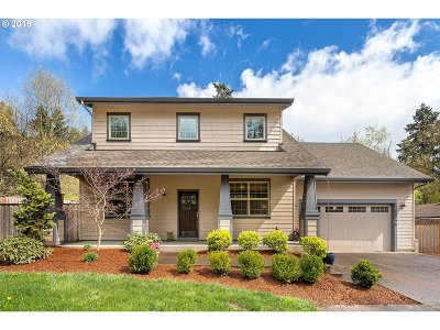 Milwaukie Single Family Home For Sale: 15126 SE Laurie Ave