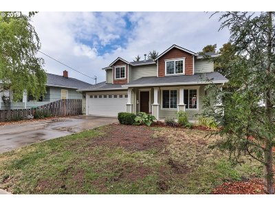 Portland Single Family Home For Sale: 6811 SE Mitchell Ct