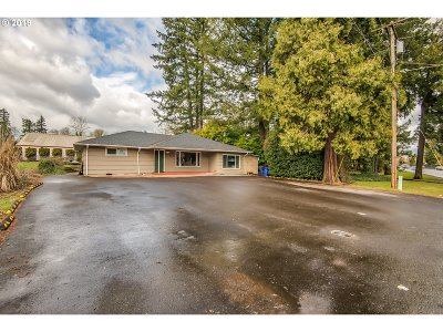 Milwaukie, Gladstone Single Family Home For Sale: 750 82nd Dr