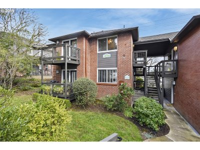 Lake Oswego Condo/Townhouse For Sale: 512 S State St