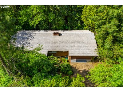 Milwaukie Single Family Home For Sale: 15813 SE Oatfield Rd