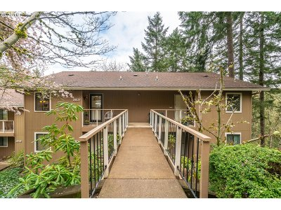 Eugene Condo/Townhouse For Sale: 3837 Colony Oaks Dr