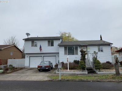 Single Family Home For Sale: 12111 SE Schiller St