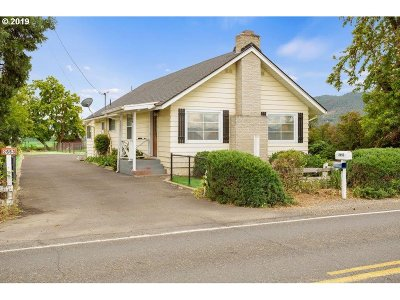 Central Point Single Family Home For Sale: 2653 Scenic Ave