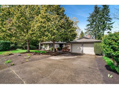 Beaverton Single Family Home For Sale: 13165 SW Glenn Ct