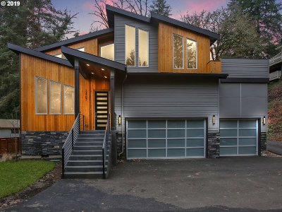 Lake Oswego Single Family Home For Sale: 13707 Fielding Rd