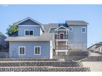 Lincoln City Single Family Home For Sale: 2445 NE Voyage Loop