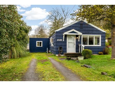 Milwaukie Single Family Home For Sale: 4511 SE Naef Rd