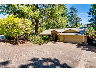Lake Oswego Single Family Home For Sale: 13841 Verte Ct