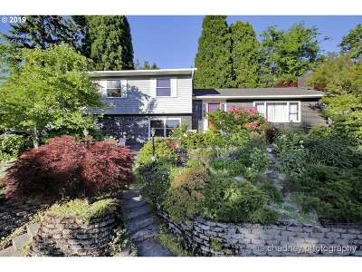 West Linn Single Family Home For Sale: 2499 Donegal Ct