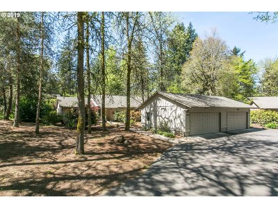 Lake Oswego Single Family Home For Sale: 4204 Woodside Cir