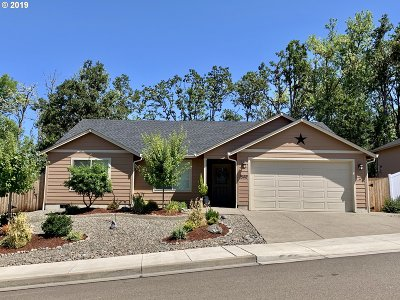 Roseburg Single Family Home For Sale: 1540 W Tarragon Dr