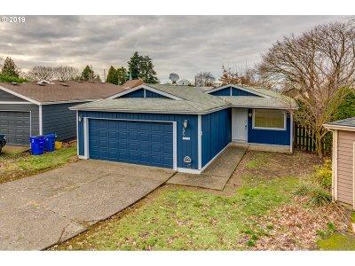 Portland Single Family Home For Sale: 2425 NE Saratoga St