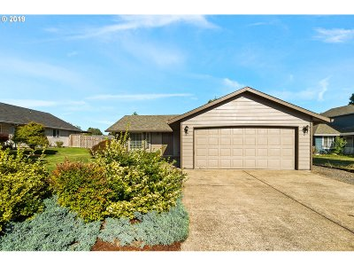 Dundee Single Family Home For Sale: 1243 SW Fir Ct