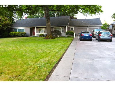 Springfield Single Family Home For Sale: 2720 Game Farm Rd
