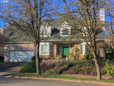 Lake Oswego Single Family Home For Sale: 5587 Bay Creek Dr