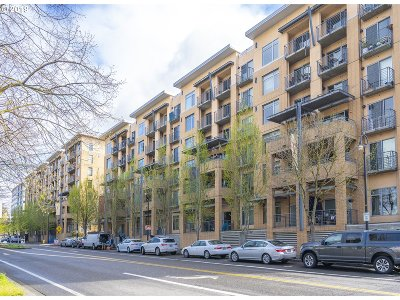 Condo/Townhouse For Sale: 701 Columbia St #609