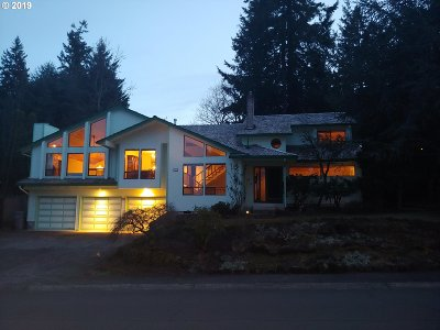 West Linn Single Family Home For Sale: 2911 Bluegrass Way