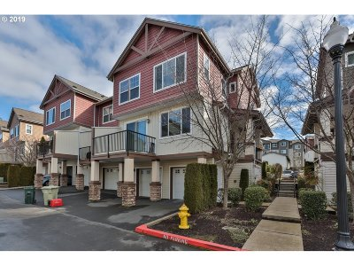 Portland Condo/Townhouse For Sale: 585 NW Lost Springs Ter #105