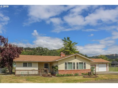 Roseburg Single Family Home For Sale: 2906 Fisher Rd
