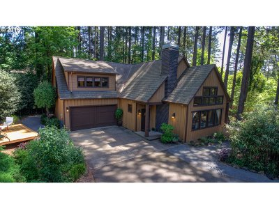 Lake Oswego Single Family Home For Sale: 2886 Upper Dr