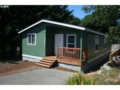 Gold Beach Single Family Home For Sale: 94227 Second St