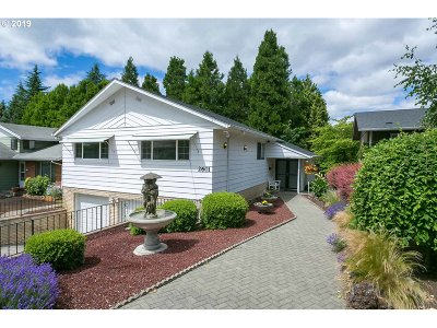 Portland Single Family Home For Sale: 2601 SE 73rd Ave