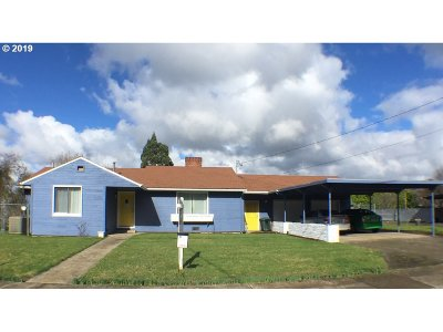 Roseburg Single Family Home For Sale: 1114 W Brown Ave