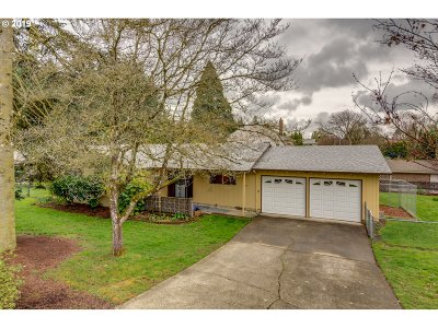 Milwaukie Single Family Home For Sale: 14765 SE Topaz Ave