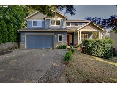 Milwaukie Single Family Home For Sale: 4692 SE Derry Ln