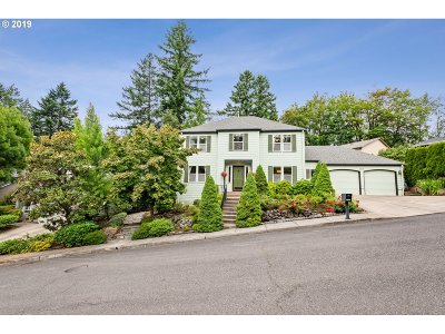 Multnomah County Single Family Home For Sale: 7615 SW 51st Pl