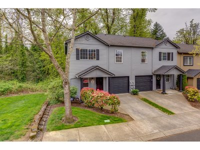 Portland Condo/Townhouse For Sale: 8221 SE Aspen Summit Dr #11