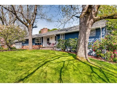 Multnomah County Multi Family Home For Sale: 160 SW Towle Ave