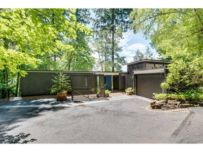 Portland Single Family Home For Sale: 4440 SW Hillside Dr