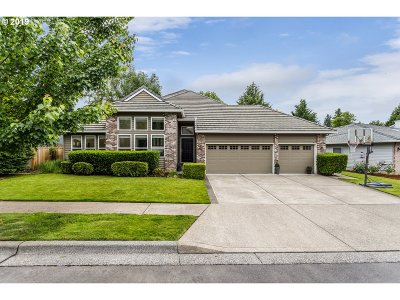 West Linn Single Family Home For Sale: 2130 River Heights Cir