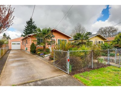 Multnomah County Single Family Home For Sale: 6341 SE 60th Ave