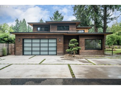 Lake Oswego Single Family Home For Sale: 4840 Lamont Way